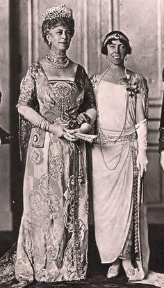 Queen Mary and Queen Elisabeth - Mary de Teck — Wikipédia