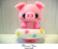 Feltneedle wool piglet : so sweet Cute Crafts, Felt Crafts, Diy And Crafts, Needle Felted Animals, Felt Animals, Needle Felting Tutorials, Cute Piggies, This Little Piggy, Cute Toys