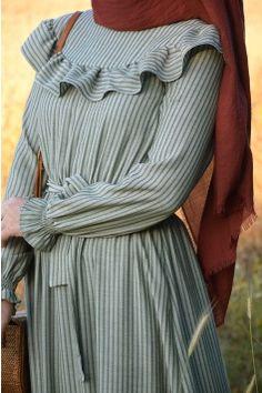 Tesettür Giyim | Eminos Butik | Tesettür | Moda & Tasarım Hijab Gown, Hijab Style Dress, Casual Hijab Outfit, Casual Dresses, Mode Abaya, Mode Hijab, Maternity Fashion Dresses, Modest Fashion, Abaya Fashion