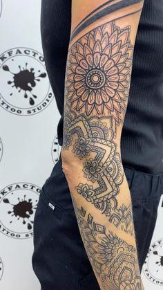 Henna Style Tattoos, Elbow Tattoos, Foot Tattoos, Life Tattoos, Feminine Tattoo Sleeves, Feminine Tattoos, Sleeve Tattoos For Women, Tattoos For Guys, Lottus Tattoo