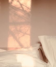 Home Decor Bed Ideas Decor Bed Ideas Suz Mac lean. Beige Aesthetic, Summer Aesthetic, Aesthetic Light, Deco Zen, Photo Images, Foto Instagram, White Decor, Light And Shadow, Light Photography