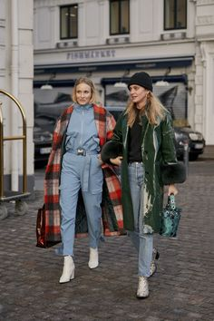 Copenhagen Street Style Fall 2019 Day Womens Street Style photos from Copenhagen Fall 19 Fashion Week. Style Hipster, Grunge Style, Soft Grunge, Tokyo Street Fashion, Womens Fashion Online, Latest Fashion For Women, Fashion Weeks, Look Fashion, Winter Fashion