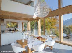 Coup de coeur pour cette cuisine lumineuse réchauffée par les éléments en bois