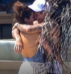 Selena Gomez Kiss With Justin Bieber in Montego Bay, Jamaica photos Selena Selena, Selena Gomez Kiss, Selena Gomez Boyfriend, Justin Bieber Selena Gomez, Estilo Selena Gomez, Justin Bieber Style, Justin Bieber And Selena, Night Aesthetic, Couple Aesthetic
