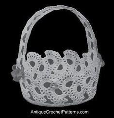This crochet pattern for a large crochet basket has a handle in the form of a beading and a colored ribbon strung through. Crochet Cross, Crochet Home, Thread Crochet, Crochet For Kids, Free Crochet, Irish Crochet, Crochet Pillow, Crochet Shawl, Crochet Doilies