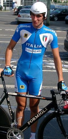 Wielrenners in strak Lycra Cycling Wear, Cycling Outfit, Road Cycling, Lycra Men, Lycra Spandex, Bicycle Race, Super Sport, Sport Man, Super Skinny Jeans