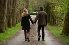 Sarah Ksiazek gives a second take on the romantic drama The Age of Adaline, from director Lee Toland Krieger and starring Blake Lively & Michiel Huisman. Blake Lively, New Trailers, Movie Trailers, Für Immer Adaline, Michael Huisman, Age Of Adaline, Romantic Moments, Beautiful Moments, Harrison Ford