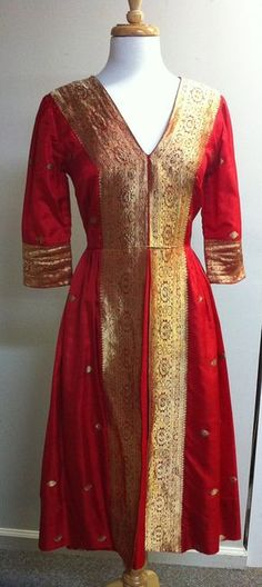 Red and Gold Silk Brocade Indian Dress por BoxOfficeintheBB en Etsy, $85.00