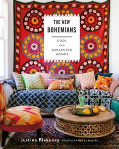 Le studio de Justina Blakeney, blogueuse, styliste déco, amoureuse de la couleur, des plantes et des textiles ethniques est bohème à souhait.
