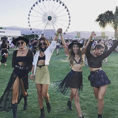 "8,281 curtidas, 112 comentários - SHOWPO (@showpo) no Instagram: ""OMG, 1 month until Coachella! The countdown is on!! Tag your girl gang! """