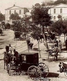 Dolmabahçe 1890 yılından günlük hayattan görünüm Istanbul, Albania, Once Upon A Time, Old Photos, Ottoman, The Past, 1, History, City