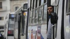 Ómnibus urbanos y taxis de Montevideo paran este miércoles  La Unión de Trabajadores del Transporte decidió la medida a raíz de la situación de Raincoop http://www.elobservador.com.uy/c707977