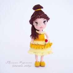 466 отметок «Нравится», 17 комментариев — МилашкаКукляшка Кукла Амигурум (@chernova_emiliya) в Instagram: «Еще одна моя  мультипликационная любовь - Белль!  Мультфильм Красавица и чудовише я смотрела не…»