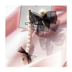 텐바이텐 10X10 : 진주 쉬폰 리본 언발귀걸이 귀찌가능 Cute Jewelry, Jewelry Accessories, Fashion Accessories, Bow Earrings, Unique Earrings, Aurora Fashion, Korean Jewelry, Fabric Jewelry, Steampunk Fashion
