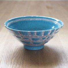 飯茶碗 (貫入 ターコイズ×白) - 着楽(チャクラ/ciacura)