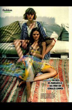 Colori,stampe,tessuti pregiati: da ibiza a marrakech,il poncho stefanel è un passrpartout per le sere d estate..