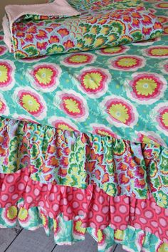 mix & match patterns on bumper-less crib bedding - so pretty