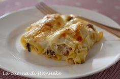 I cannelloni al radicchio e salsiccia sono un primo gustoso ed elegante, molto adatto per i pranzi e le cene in questo periodo ricco di festività!