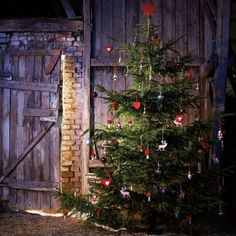 Eco-friendly Christmas decorating in country style