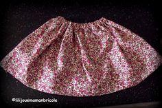 noubliez pas de liker mon Facebook iciPour la rentrée des classes (sauf si il fait 40°) j'ai fait une jupe «qui tourne » à ma fille. Je voulais un tissus liberty mai…