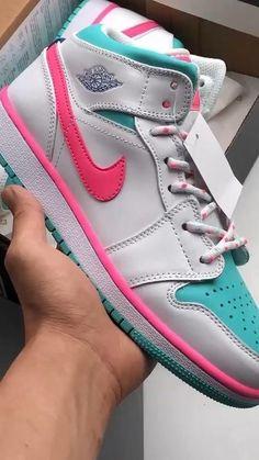 Cute Nike Shoes, Cute Sneakers, Girls Sneakers, Sneakers Fashion, Sneakers Nike, Jordan Sneakers, Jordan Shoes Girls, Girls Shoes, Nike Shoes Air Force