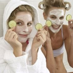 4 masques contre les points noirs Diy Beauty, Beauty Hacks, Health And Beauty Tips, Le Point, Vanity Fair, Natural Health, Body Care, Round Sunglasses, Skin Care