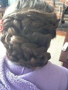 How to Do a Swirly Dutch Braid