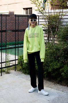 HAT  #KYE TOP  #ACOVER BOTTOM  #BEYONDCLOSET An Minyoung, Street Fashion 2017 in Seoul http://bellanblue.com
