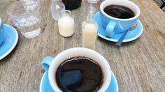 Breakfast & Coffeebreak in Berlin Mitte - toller Hinterhof! Berlin, Coffee Brewer, Amp, Drinks, Breakfast, Tableware, Recipes, Yummy Food, Kaffee