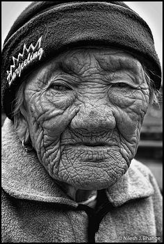 Face, old, wrinckles, a face that have lived with stories to tell, beauty, thoughtful, portrait, photograph, photo b/w.