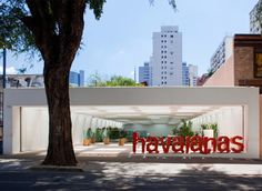 Open Space Havaianas Store Interior Design in Brazil by Isay Weinfeld