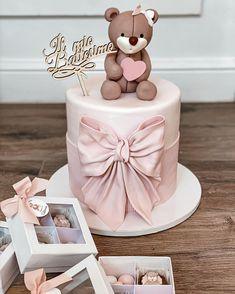 Baby Girl Birthday Cake, Beautiful Birthday Cakes, First Birthday Decorations, Birthday Cake Decorating, Mini Tortillas, Cake Designs For Boy, Bow Cakes, Girl Cakes, Let Them Eat Cake
