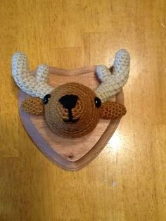 Mounted deer head - crocheted. Pattern found at RoxyCraft: Rory the Reindeer + ears ;)
