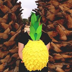 Pineapple pinata DIY Pineapple Pinata Our Grandfather Clock Article Body: Time waits for no man … or Movie Basket Gift, Movie Gift, Luau Birthday, Birthday Stuff, 10th Birthday, Birthday Ideas, Birthday Parties, Pineapple Pinata, Harry Potter Christmas Tree