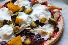 Leftover Thanksgiving Pizza #Sundaysupper: This Thanksgiving pizza can be done two ways: Gluten-Free and regular and I included directions using both Gluten-free and regular pizza dough. Time to dig in!