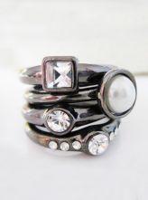 Black Crystal Pearl Ring US$8.84
