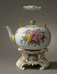 Teapot with stand and spirit lamp; porcelain . Royal Copenhagen Porcelain Manufactory, c. 1779.