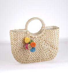 Košík zo sušenej slamy Kbas hranatého tvaru s farebnou ozdobou prírodný