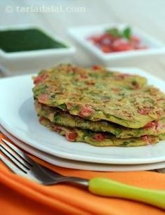 Nutritious Chila, traditionally, chila is a thin pancake made of gram flour, but this nutritious chila uses a healthy combination of maize, jowar and whole wheat flour making it a great source of protein and vitamin a. Diabetic Breakfast Recipes, Vegetarian Recipes, Snack Recipes, Cooking Recipes, Healthy Recipes, Dinner Recipes, Pancake Recipes, Flour Recipes, Veg Recipes