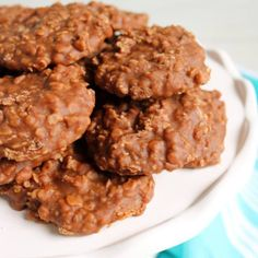 Easy and oh-so-comforting No Bake Cookies you can make in the microwave. Love making this for a quick treat! Easy Snacks, Easy Meals, Easy No Bake Cookies, Snack Recipes, Cooking Recipes, Microwave Recipes, Chocolate Cookies, Food To Make, Sweet Treats