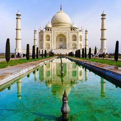O Taj Mahal é Mausoléu mais conhecido do mundo, classificado pela UNESCO como Patrimônio da Humanidade. Além disso, ele retrata uma linda história de amor.