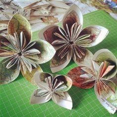 Hochzeitsblumen aus Atlasseiten / Wedding flowers made from atlas pages / Upcycling