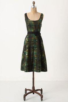 I can't stop loving green printed dresses. patioworship  Printed Dress #2dayslook #PrintedDress #sasssjane #sunayildirim  www.2dayslook.com