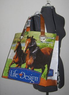 Recycled horse feed bags into totes.  I WILL DO THIS!  I have thought about it a hundred times....now I have an idea of how to do it!
