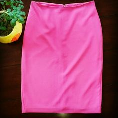 "Banana Republic | SALE Pink Pencil Skirt Gorgeous, like new, pencil skirt! Worn once. Approximately 23"" long. Banana Republic Skirts Pencil"