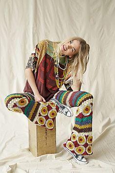 Boho fashion, hippie style, bohemian pants Crochet Pants, Crochet Clothes, Crochet Outfits, Hippie Style, Hippie Boho, Hippie Crochet, Crochet Style, Bohemian Pants, Hippie Outfits