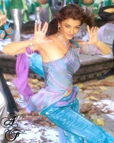 Photo Most Beautiful Eyes, World Most Beautiful Woman, Beautiful Goddess, Bollywood Stars, Bollywood Girls, Bollywood Costume, Bollywood Outfits, Actress Aishwarya Rai, Aishwarya Rai Bachchan