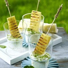 Gegrillte Ananas mit Kokos-Minzjoghurt Our popular recipe for grilled pineapple with coconut mint yoghurt and over more free recipes on LECKER. Dessert Barbecue, Grill Dessert, Bbq Desserts, Summer Desserts, Dessert Recipes, Easter Desserts, Law Carb, Grill Party, Bbq Party