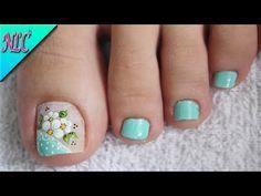 DISEÑO DE UÑAS FLORES PARA PIES ¡MUY FÁCIL! - FLOWERS NAIL ART - NLC - YouTube Toenail Art Designs, Pedicure Designs, Pedicure Nail Art, Toe Nail Art, Fall Nail Designs, Bright Pink Nails, Nagel Bling, Hot Nails, Bling Nails