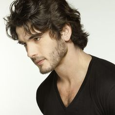 Images, gifs, and pictures of the Spanish actor Yon González in Grand Hotel, El Internado and modeling Cool Hairstyles For Men, Boy Hairstyles, Cool Haircuts, Haircuts For Men, Medium Length Wavy Hair, Medium Hair Styles, Long Hair Styles, Spanish Men, Beard Look